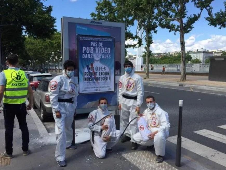 Nouvelle action des militants anti-pub à Lyon
