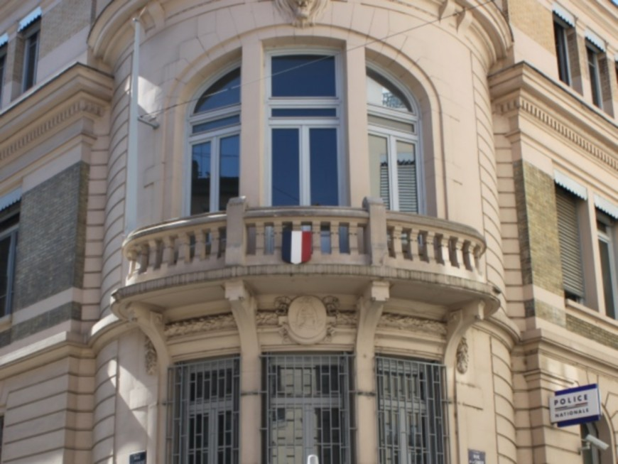 Lyon : il blesse un policier à l'arcade sourcilière dans un chantier