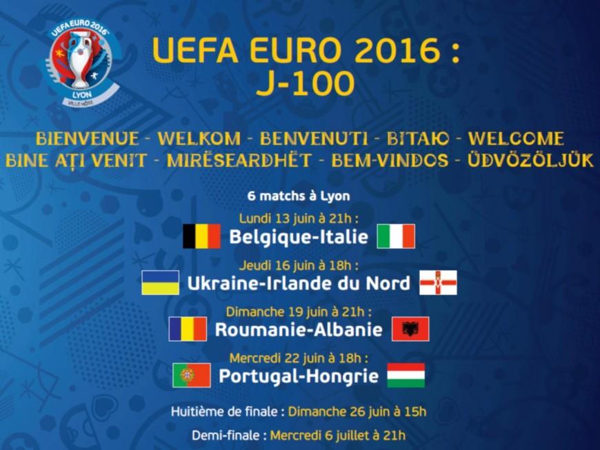 Une bâche à l'effigie de l'Euro 2016 sur les grilles de l'Hôtel de Ville de Lyon