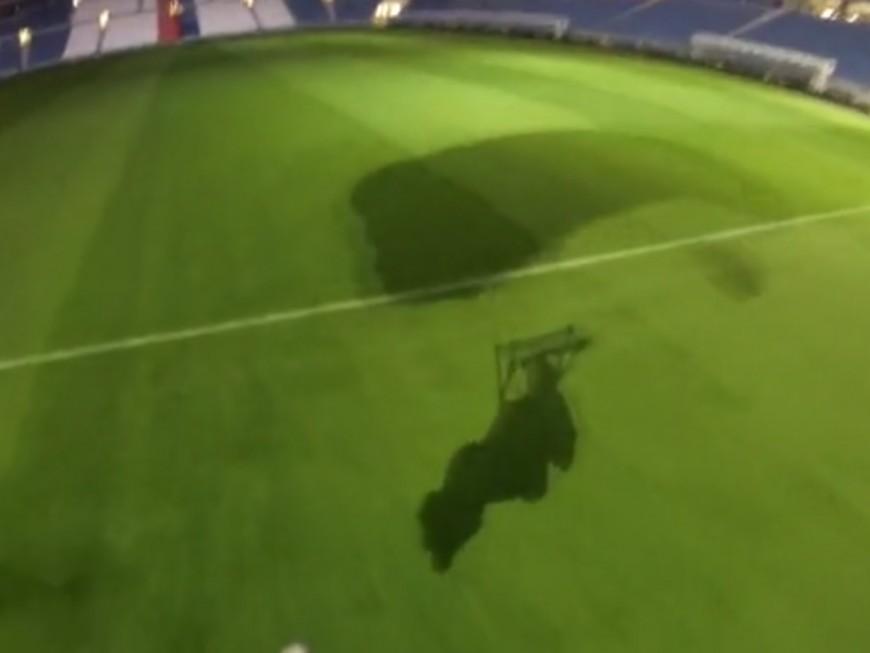 Base-jump : il saute du haut du Grand Stade de l'OL et atterrit sur la pelouse ! (VIDEO)