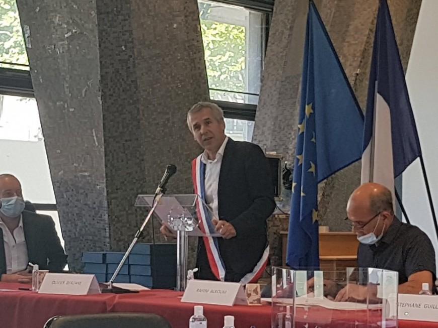 Lyon: l'écharpe de maire du 8earrondissement pour Olivier Berzane (EELV)