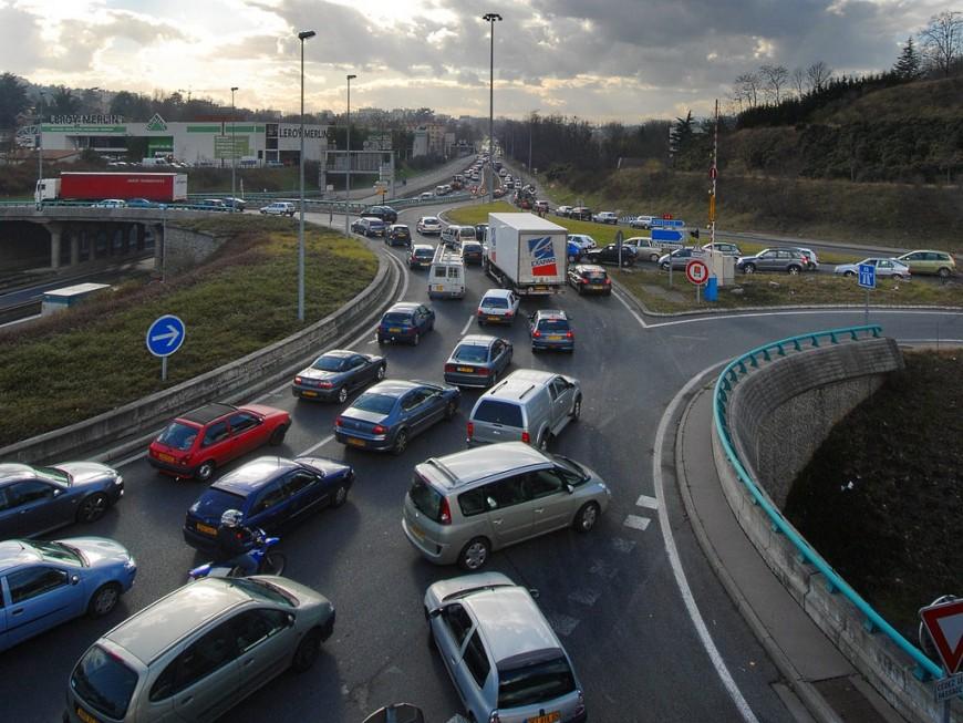 Villeurbanne : deux poids-lourds et trois voitures se percutent et font trois blessés