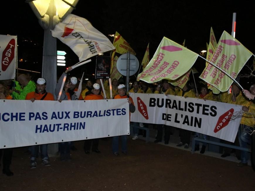Plus de 900 buralistes réunis à Lyon contre le paquet de cigarettes neutre