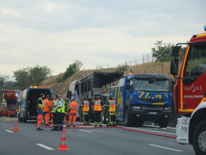 Un bus prend feu sur l'A7, au sud de Lyon