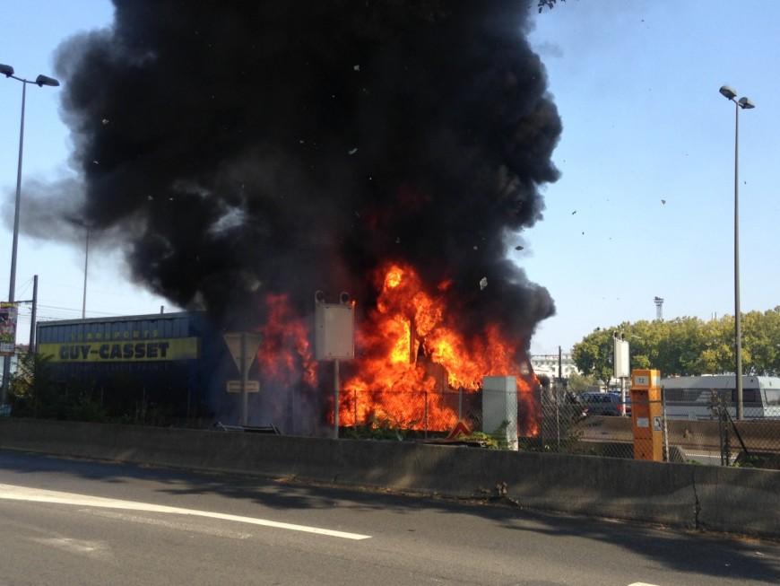 Un camion en feu sur l'A7 à Lyon