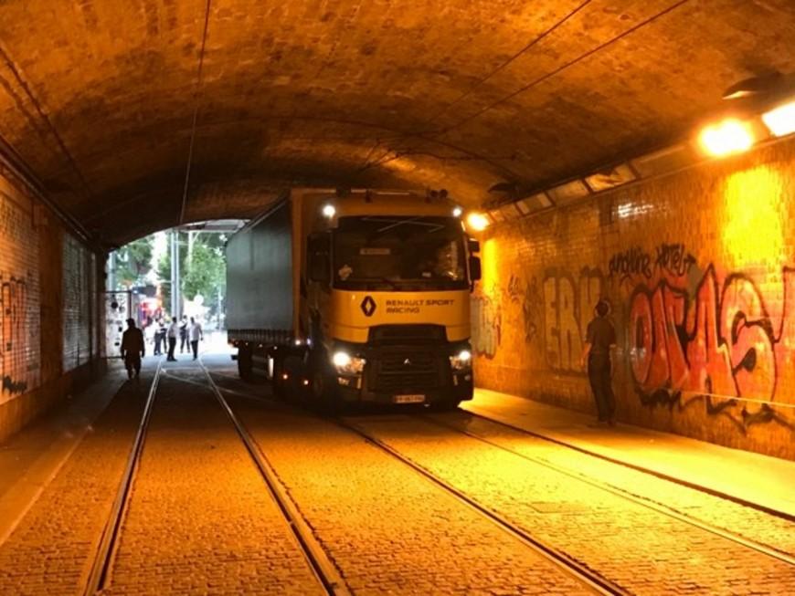 Camion coincé sous Perrache : la circulation des trams perturbée ce vendredi matin