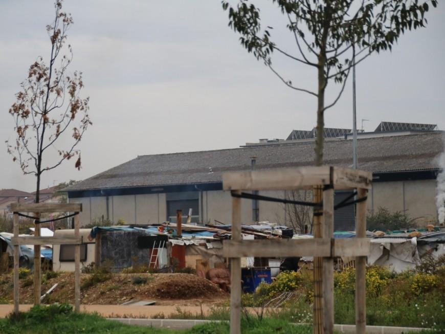 Des obligations de quitter le territoire distribuées massivement aux Roms  à Lyon ?