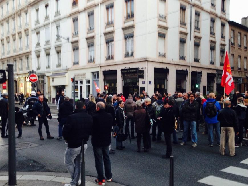 Après la liquidation de leur entreprise, les salariés de Cenntro Motors manifestent à Lyon
