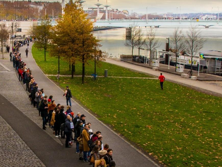COP 21 : plus de 600 personnes forment une chaîne humaine à Lyon