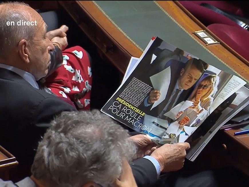 Même au Sénat, Collomb ne peut pas vivre sans Macron