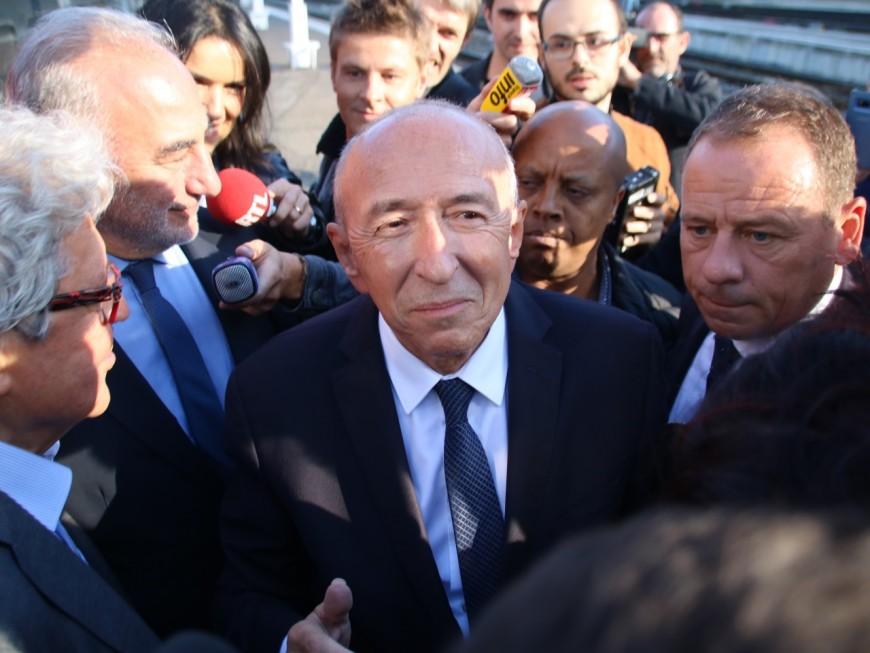 Gérard Collomb accueilli à la gare de Perrache par une nuée de journalistes