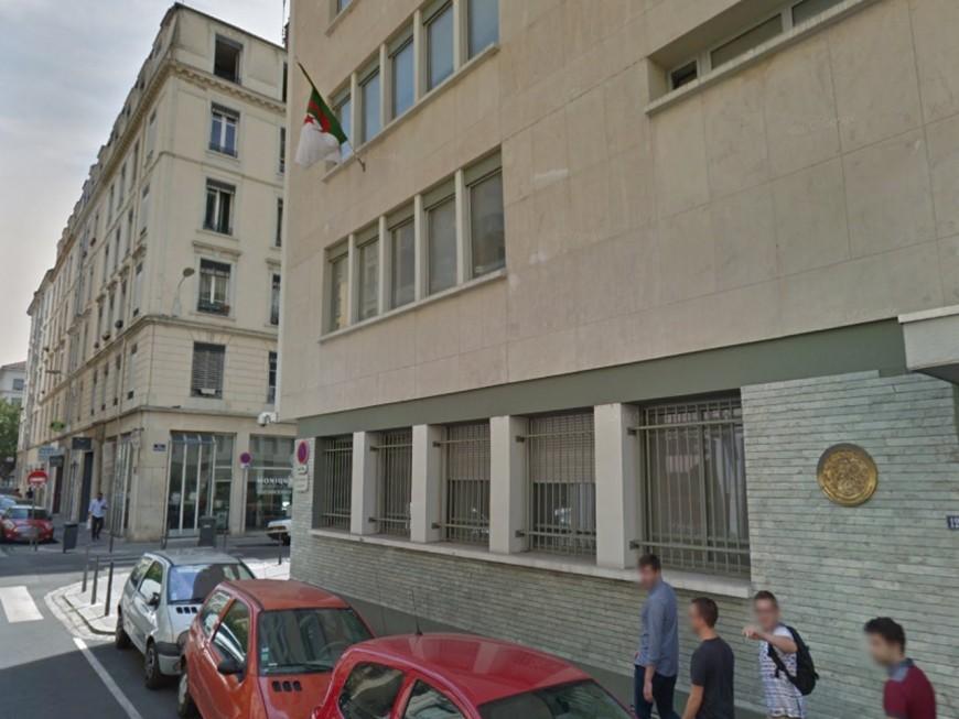"""""""Dehors arabes"""" : un ancien policier avait tagué le consulat d'Algérie à Lyon"""