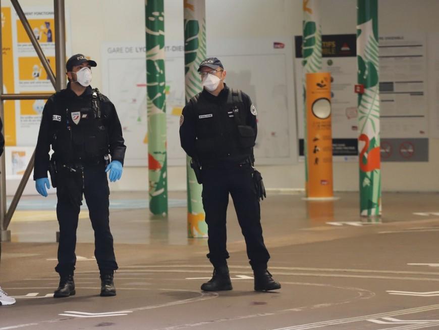 Sans masque de protection, il insulte les policiers qui lui refusent l'entrée dans la gare de la Part-Dieu