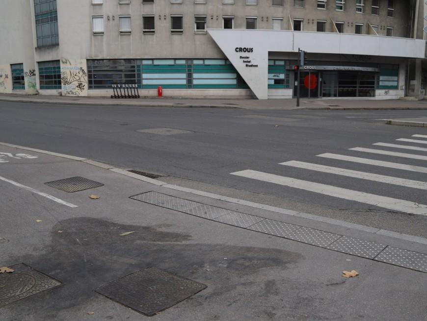 Lyon : une mobilisation devant le Crous après l'immolation d'un étudiant