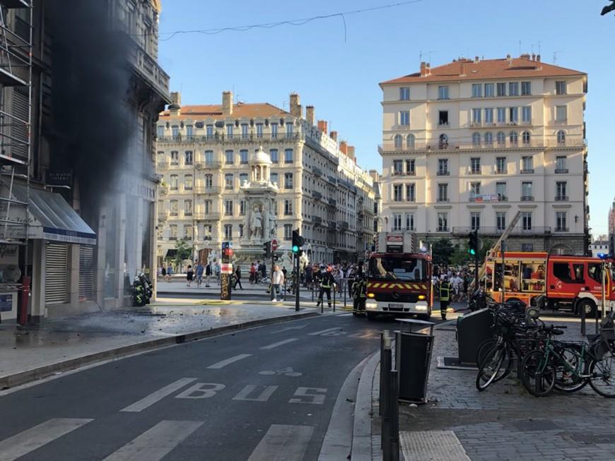 Lyon : un incendie se déclare place des Jacobins - VIDEO