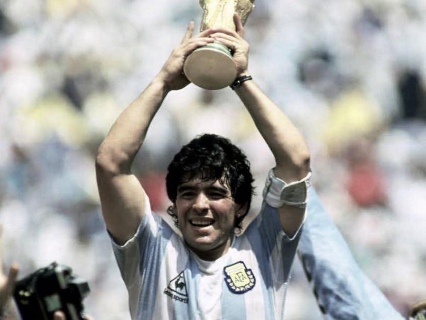 Les hommages à Lyon après la mort de Diego Maradona