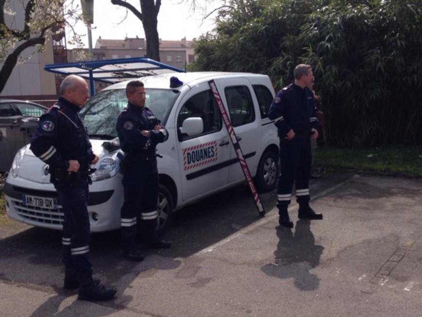 Manifestation des douaniers devant le Conseil régional à Lyon