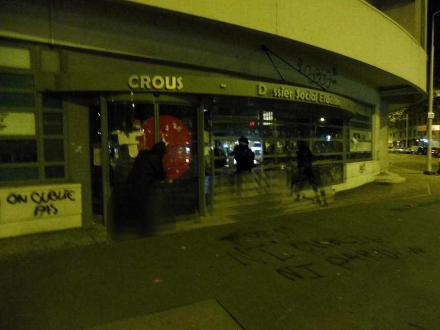 Vitres cassées, murs tagués : le Crous de Lyon de nouveau pris pour cible