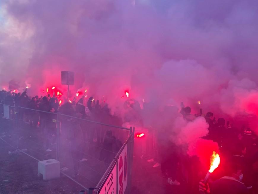 Lyon : des milliers de supporters de l'OL sont venus encourager les joueurs avant le derby