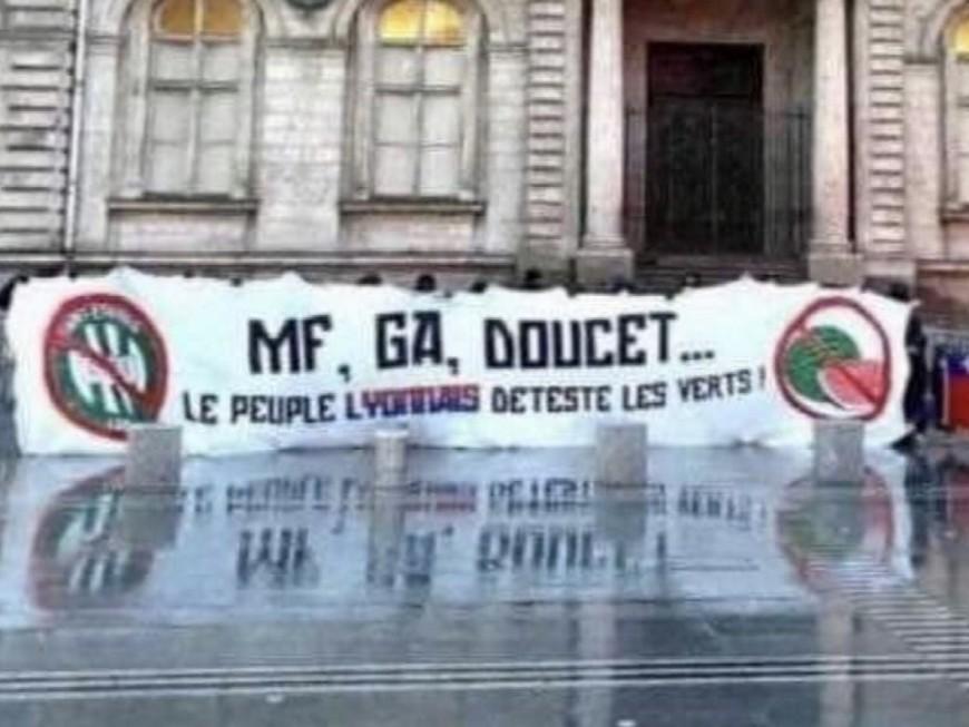 """""""Le peuple lyonnais déteste les verts"""" : les supporters de l'OL font passer un message à Grégory Doucet"""