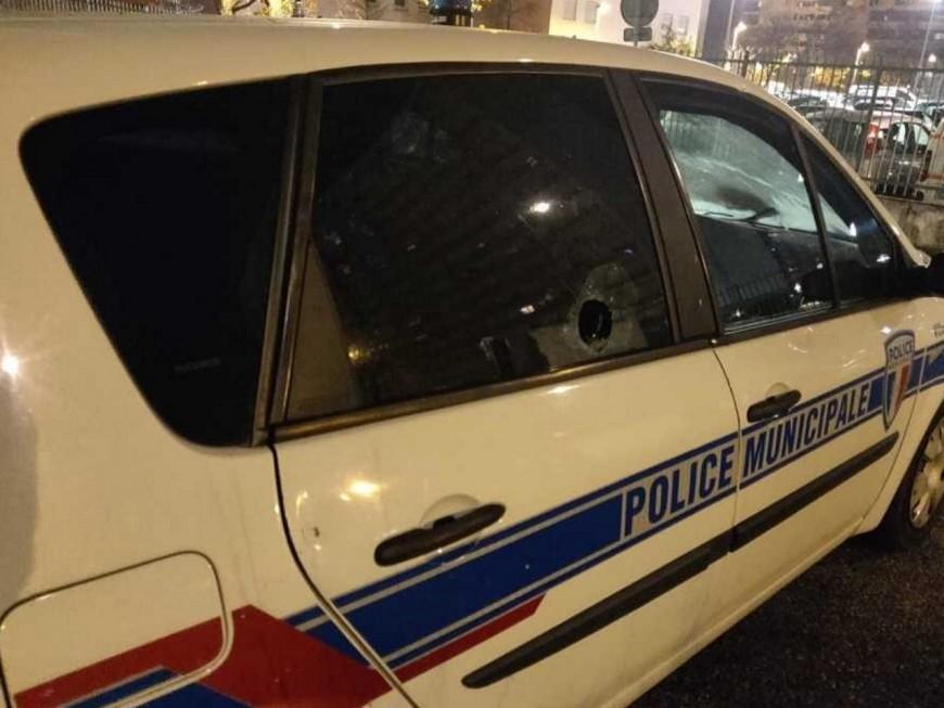 """""""Ces faits criminels sont intolérables"""" : le maire de Rillieux-la-Pape réagit aux attaques au mortier sur la police"""