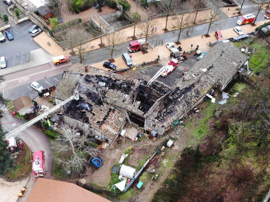 Un incendie détruit 100 m2 de toiture dans le Beaujolais