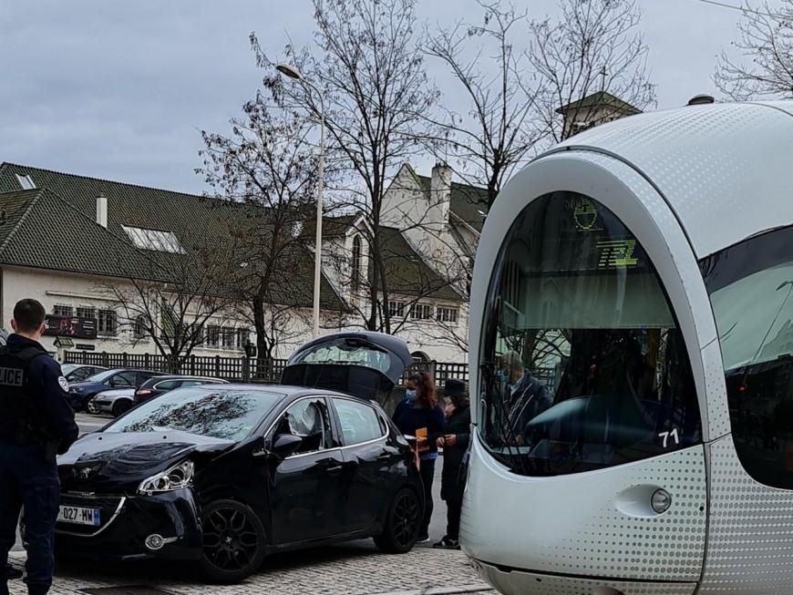 Lyon: collision entre une voiture et un tramway ce jeudi matin