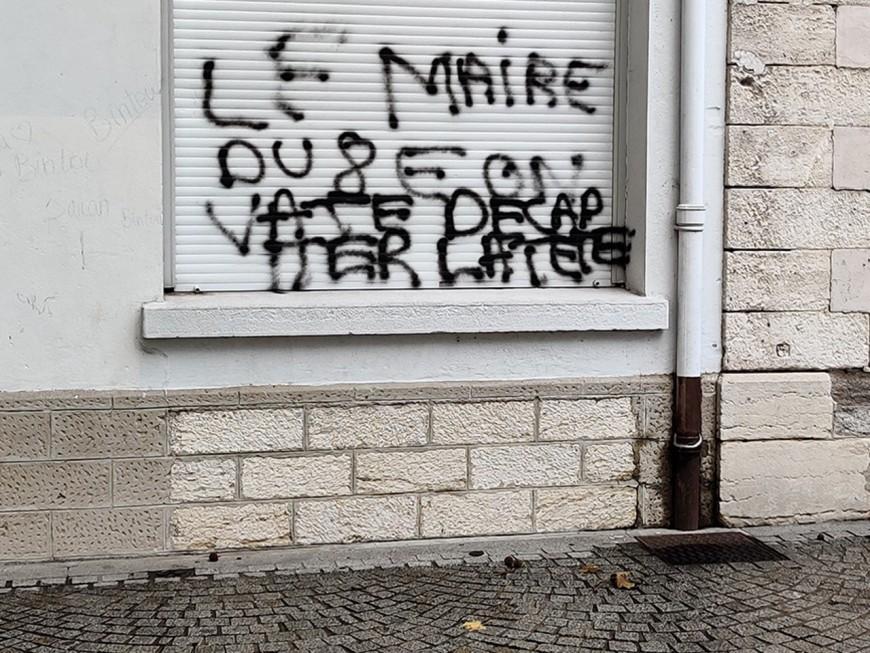 Lyon : les auteurs des tags menaçant de décapiter le maire du 8e arrêtés ?