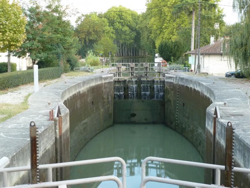 La Compagnie Nationale du Rhône ferme le Rhône à la navigation