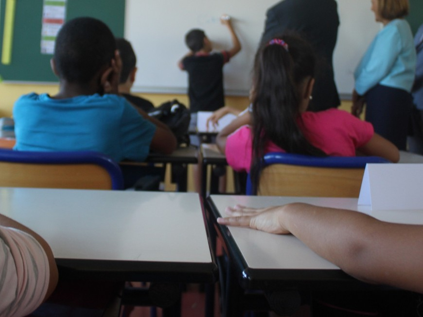 Covid-19 : 201 classes fermées dans l'académie de Lyon