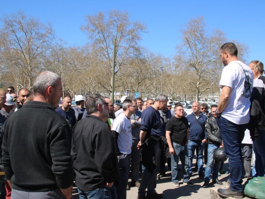 Une centaine d'égoutiers manifestent à Lyon