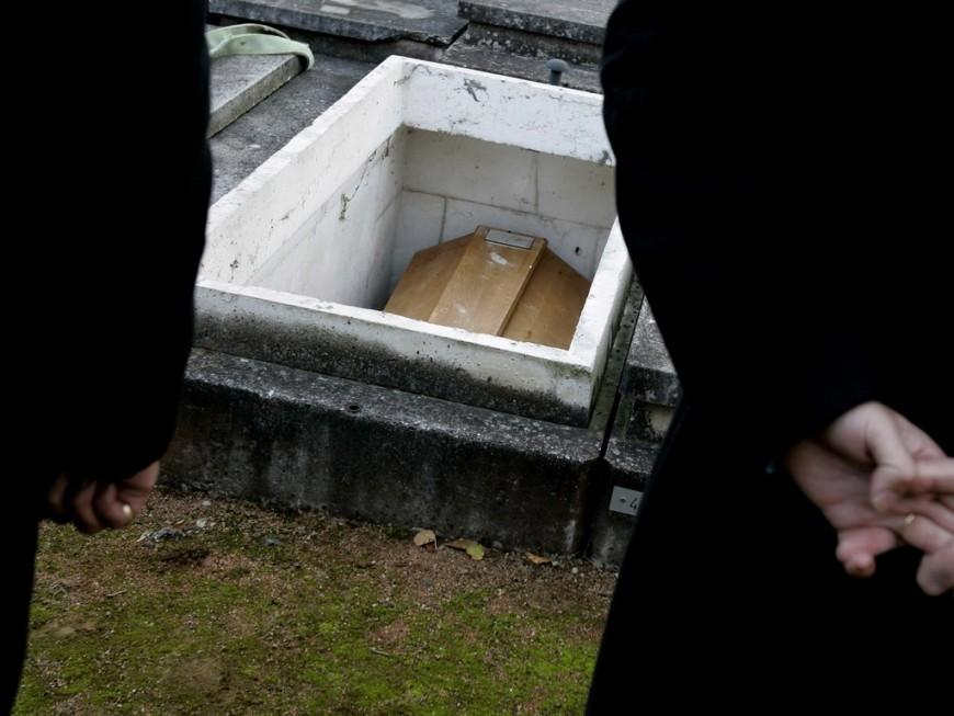 Près de 10 000 décès en Auvergne-Rhône-Alpes en six semaines