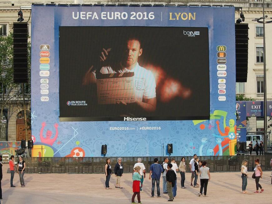 23 000 supporters sur la fan zone de Lyon pour la qualification des Bleus en finale de l'Euro