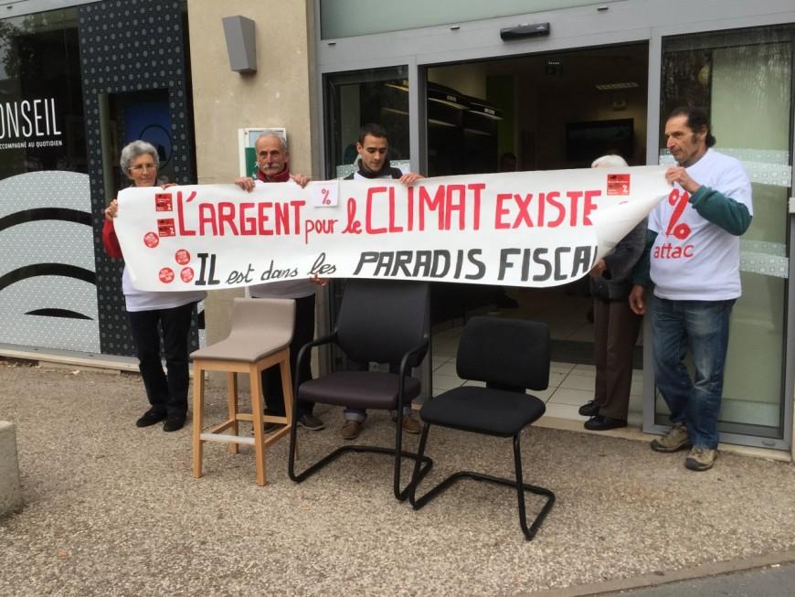 """Lyon : les """"faucheurs de chaises"""" sévissent de nouveau et ciblent la BNP-Paribas"""