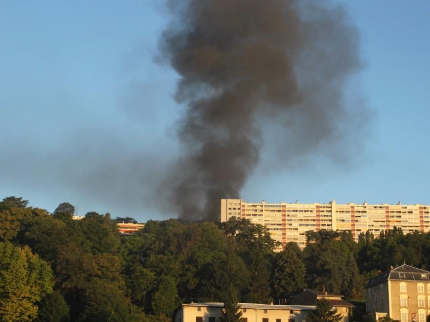 Une voiture explose à Sainte-Foy-Lès-Lyon