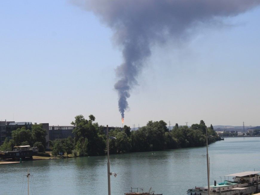 Plateforme de Feyzin : la torche Nord continue de brûler