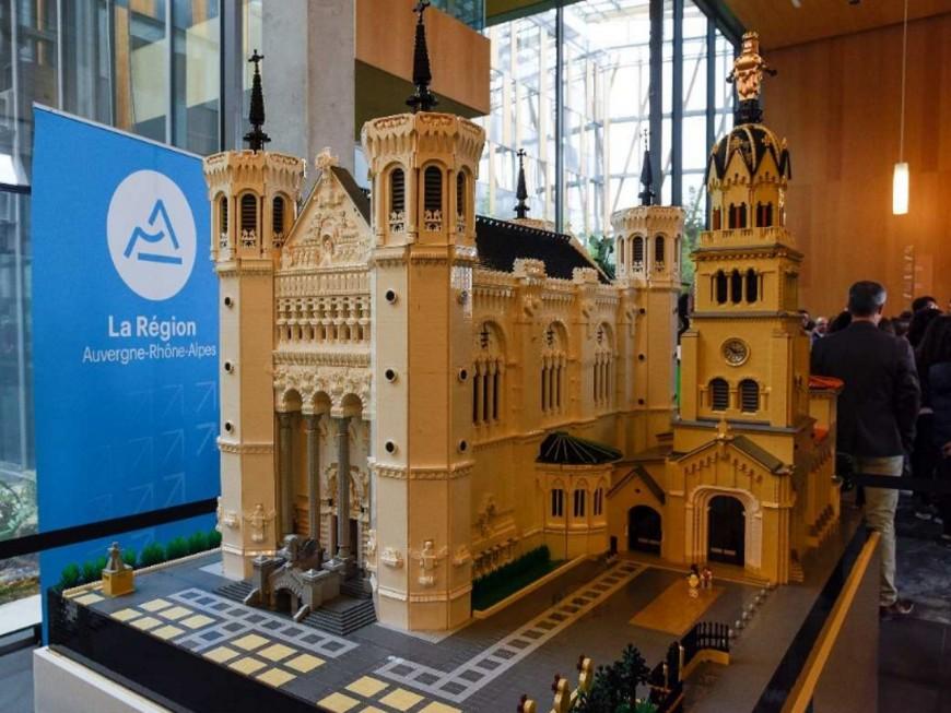 Les sites historiques d'Auvergne-Rhône-Alpes reproduits en Lego et exposés à la Région