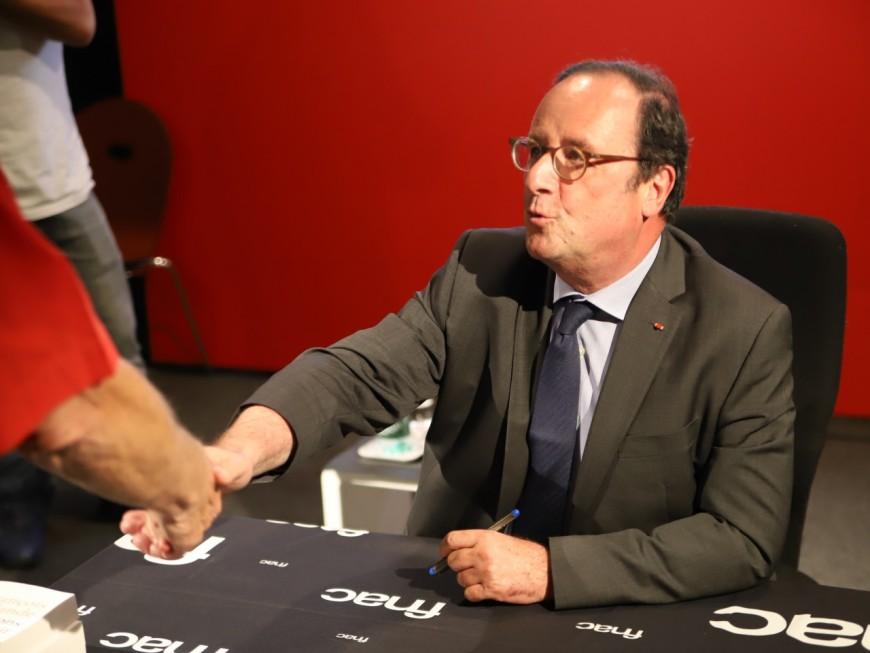 Entre petites blagues et confidences, plus de 300 personnes pour François Hollande à Lyon