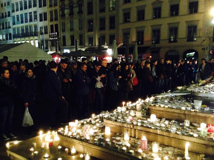 Lyon : plus de 600 personnes pour un nouveau rassemblement spontané suite aux attentats de Paris