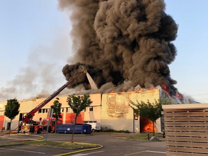 Important panache de fumée : l'incendie de Saint-Priest maîtrisé (MàJ)