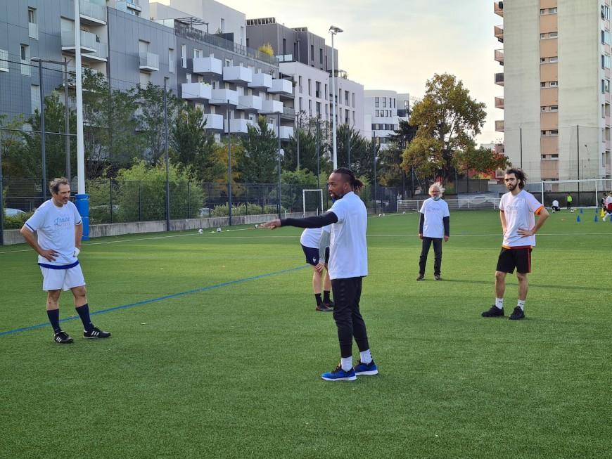 Lyon: Sidney Govou se prête au jeu de l'Heure solidaire