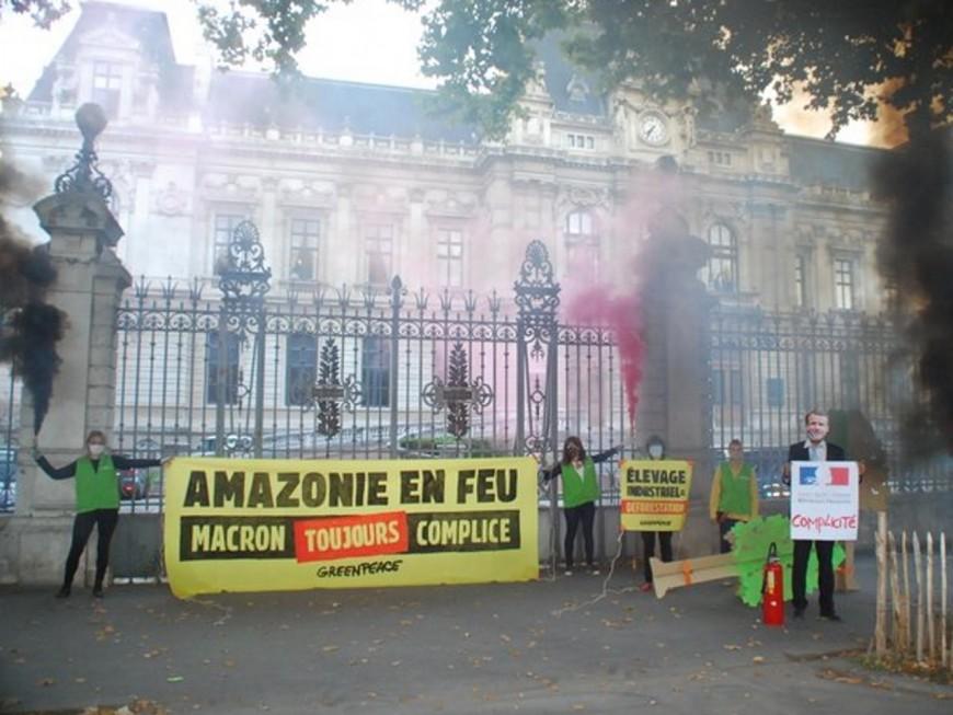 Lyon : contre la déforestation en Amazonie, Greenpeace se mobilise devant la préfecture du Rhône