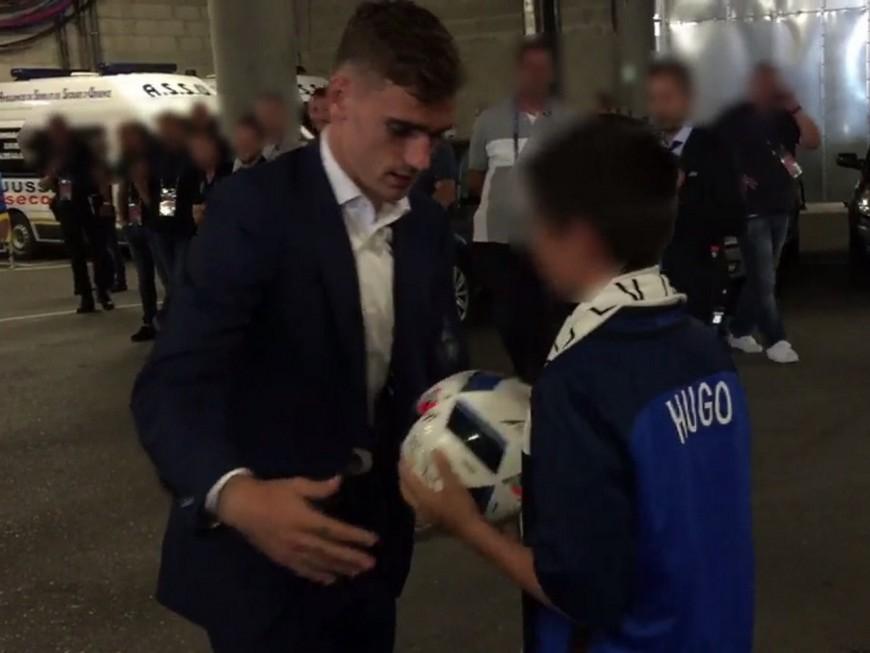 Lyon : Griezmann remet le ballon du match au fils du policier tué à Magnanville