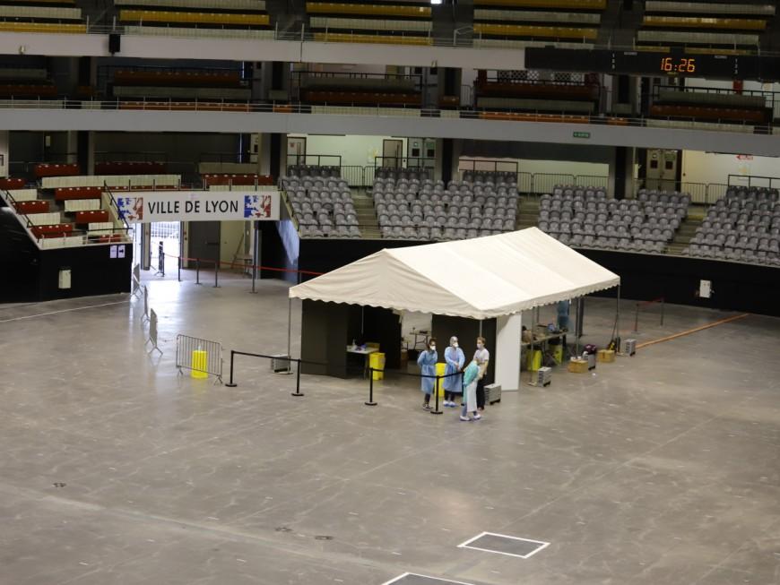Coronavirus à Lyon: un nouveau centre de dépistage prioritaire ouvre ses portes au Palais des Sports