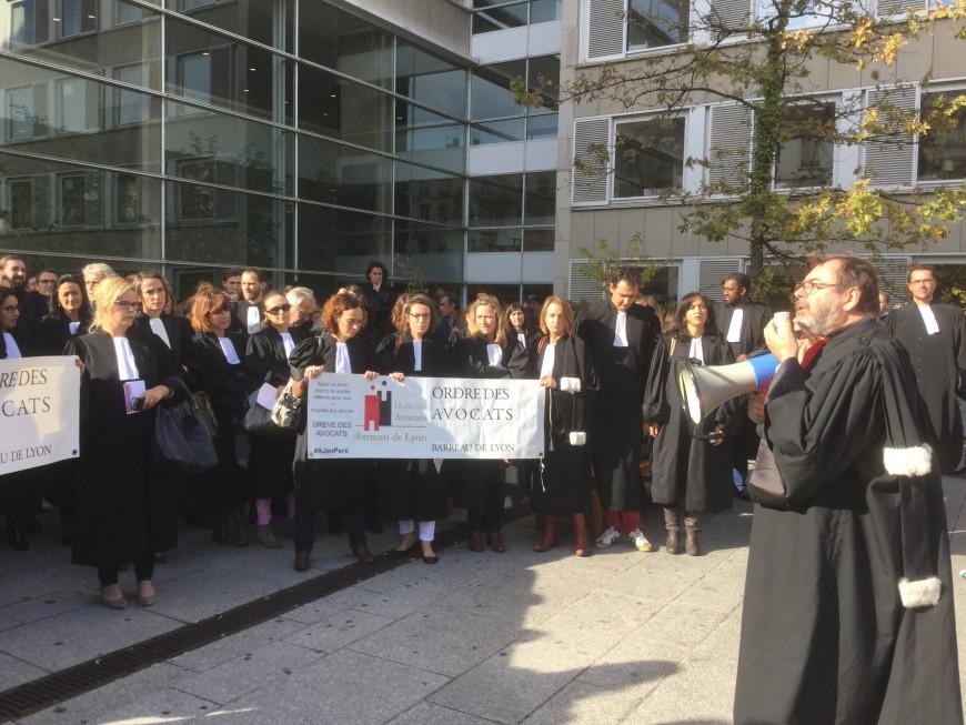 200 avocats manifestent à Lyon contre la réforme de l'aide juridictionnelle