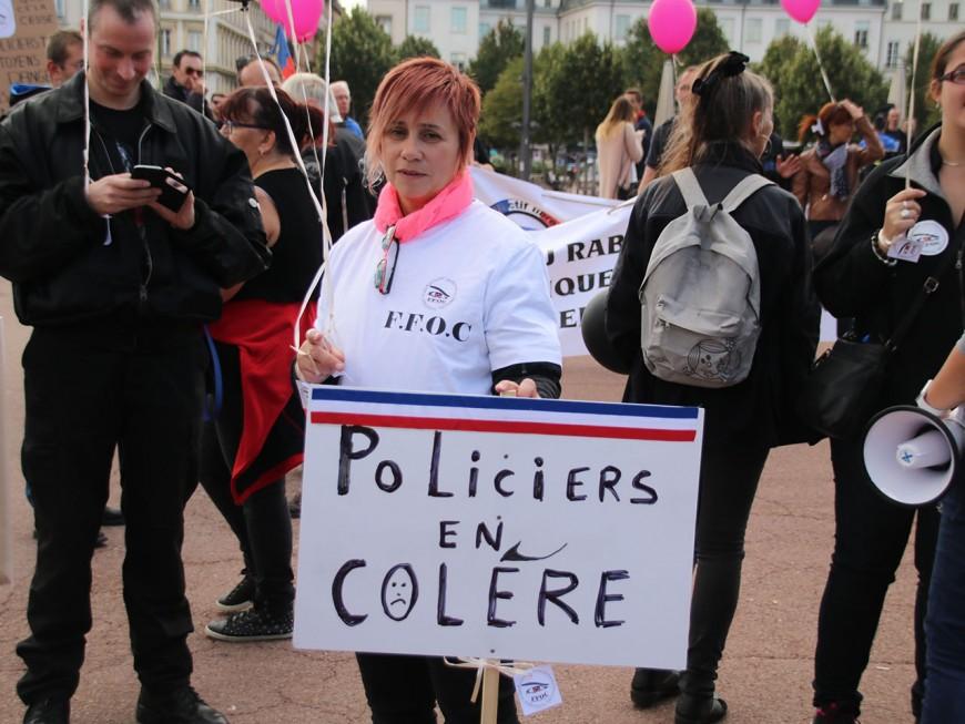A Lyon, une centaine de femmes de policiers en colère réclament plus de moyens