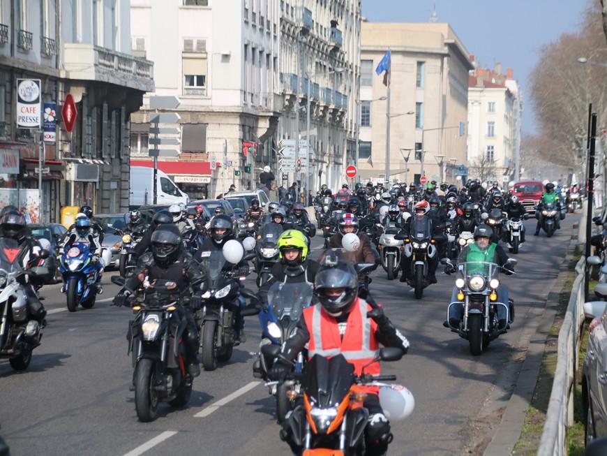 Vitesse à 80km/h : entre 800 et 2200 motards en colère dans la rue à Lyon