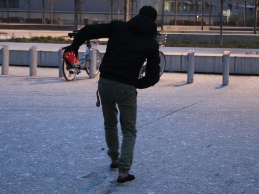 Verglas : l'agglomération lyonnaise paralysée ce vendredi