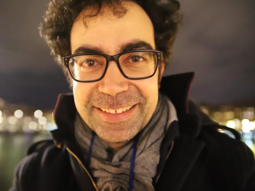 """Julien Santini : """"Intéressant de jouer le double emploi sur le fait que je sois beau et drôle"""""""