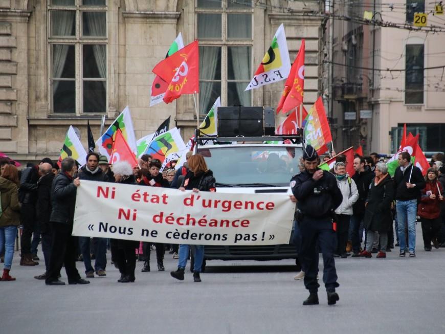 Lyon : 500 personnes défilent contre l'état d'urgence